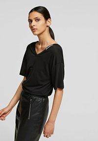 KARL LAGERFELD - T-Shirt basic - black - 3