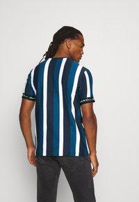 Kings Will Dream - KINGSLEY - T-shirt imprimé - blue/black/white - 2