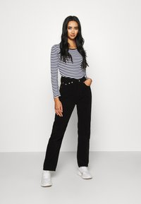 Tommy Jeans - STRIPED CROP LONGSLEEVE - T-shirt à manches longues - twilight navy/white - 1