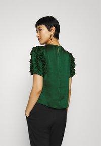 Dorothy Perkins - 3D SLEEVE TEE - Blouse - green - 2