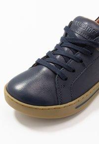 Birkenstock - PORTO - Sneakers laag - navy - 2