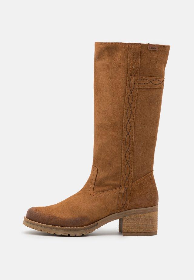 CASIO - Vysoká obuv - afelpado avellana
