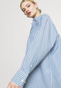 Weekday - EDYN - Button-down blouse - blue - 3