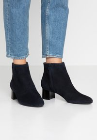 Unisa Wide Fit - Ankle Boot - abyss - 0