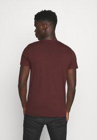 TOM TAILOR DENIM - WITH COINPRINT - Print T-shirt - decadent bordeaux - 2