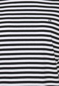 Calvin Klein - SMALL STRIPE C NECK - Print T-shirt - black/bright white - 2