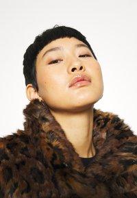 Abercrombie & Fitch - FASHION MINI PUFFER - Winter jacket - leopard - 3