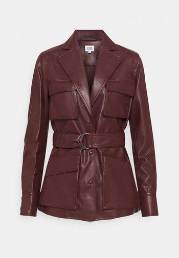 CECILIA JACKET - Faux leather jacket - reddish brown