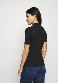 Calvin Klein Jeans - MICRO BRANDING STRETCH MOCK NECK - Triko spotiskem - black - 2