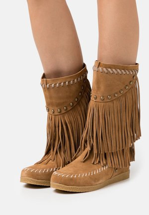 MEDIUM BOOT WITH FRINGES - Cowboy/Biker boots - tan