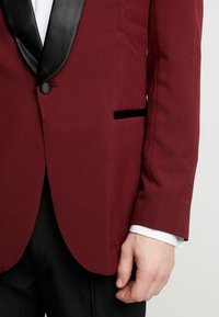 OppoSuits - HOT TUXEDO - Kostuum - burgundy - 7