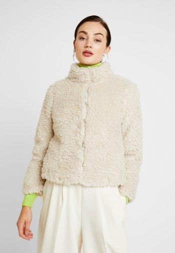 VMVIRIGINIATEDDY HIGH NECK - Winter jacket - oatmeal