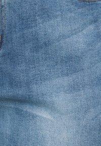 Simply Be - FERN BOYFRIEND - Jeans Tapered Fit - stone blue denim - 4