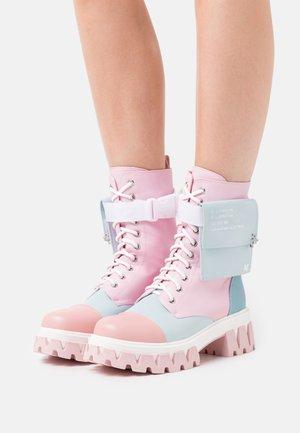 VEGAN BANSHEE - Kotníkové boty na platformě - pastel multi-coloured