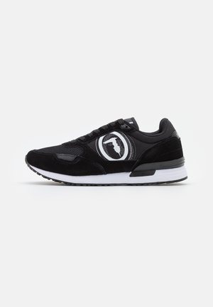 PENTAS - Trainers - black
