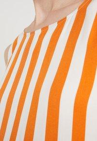 Bruuns Bazaar - VENESSA ZEENA DRESS - Freizeitkleid - burnt copper/white - 5