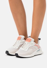 Diesel - SERENDIPITY S-SERENDIPITY LOW W - Trainers - white/peach - 0