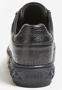 Guess - FAIREST NIETEN - Sneakers basse - schwarz - 2