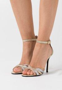 Liu Jo Jeans - NEW BLOOM  - Sandály na vysokém podpatku - gold - 0
