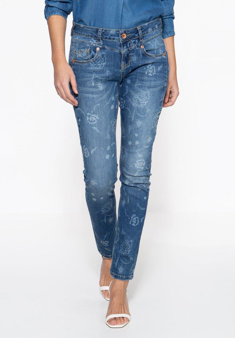 Amor, Trust & Truth - MIT FLORALEM MUSTER - Slim fit jeans - blau