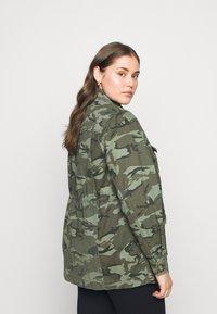 New Look Curves - POCKET CAMO SHACKET - Short coat - khaki - 2