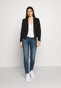 Vero Moda - VMJANEY SHORT - Blazer - black - 1