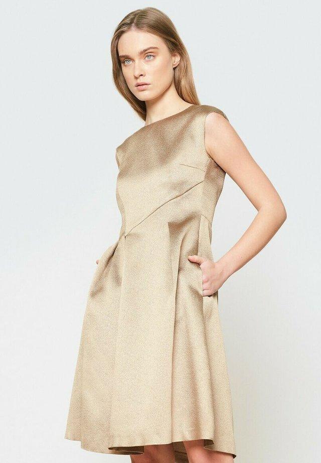Sukienka koktajlowa - złoto