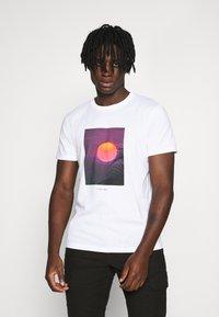 Topman - SUNSET TEE - Print T-shirt - white - 0