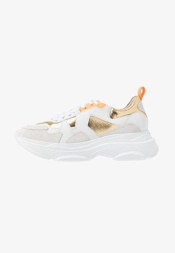 Šněrovací kotníkové boty - bianco/oro/neon orange