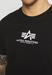 Alpha Industries - BASIC - Printtipaita - black - 5
