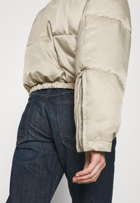 Weekday - HANNA SHORT PUFFER JACKET - Winter jacket - beige - 6