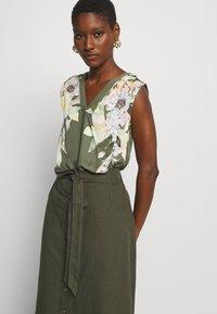 GAP - V TIE FRONT MIDI SKIRT - A-line skirt - baby tweed - 3