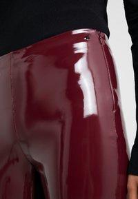 KARL LAGERFELD - PATENT - Leggings - burgundy - 5