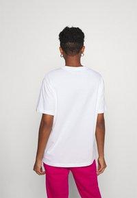 Nike Sportswear - Camiseta básica - white/black - 3