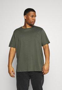 Pier One - 5 PACK - Basic T-shirt - khaki/grey/dark blue - 3