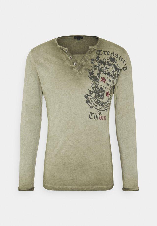 HIGHLAND BUTTON - T-shirt à manches longues - green