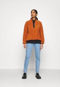 Carhartt WIP - Fleece jumper - cinnamon/black - 1