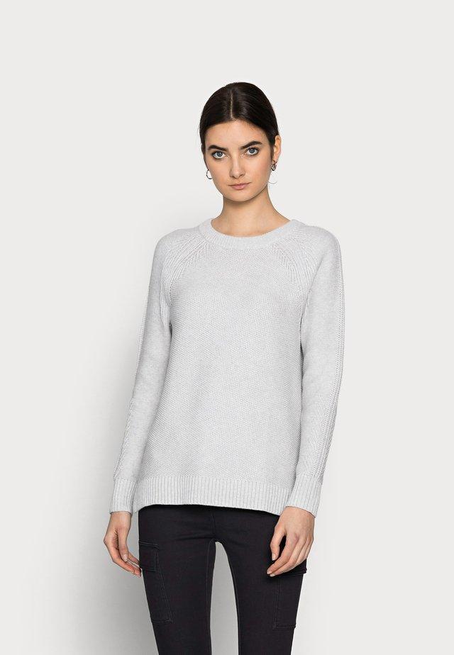 TEXTURED CREW - Pullover - grey