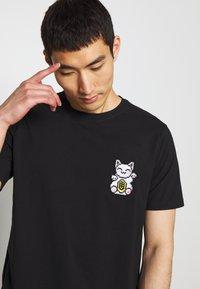 Bricktown - LUCKYCAT - T-shirt print - black - 3