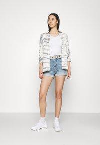 Cotton On - HIGH RISE CLASSIC STRETCH - Shorts di jeans - cabarita blue - 1
