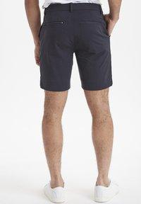 Casual Friday - SLIM FIT - Shorts - navy - 2