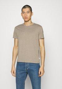 Burton Menswear London - SHORT SLEEVE CREW 5 PACK - T-paita - off white/inidgo/burgundy/dusty olive/mushroom - 5