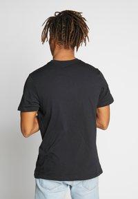 Nike Sportswear - Print T-shirt - black/university red - 2
