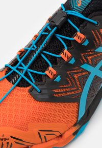 ASICS - GEL FUJITRABUCO SKY - Trail running shoes - marigold orange/digital aqua - 5