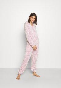 Loungeable - LEOPARD LUXURY - Pyjamas - pink - 1
