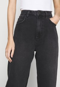 NU-IN - HIGH RISE STRAIGHT  - Straight leg jeans - black - 5