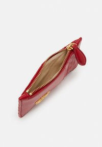 Pinko - AIRONE CREDIT CARD HOLDER TRAPUNTATA CHEVRONNE - Wallet - ruby red - 2