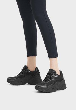 KOMBINIERTE - Sneaker low - black