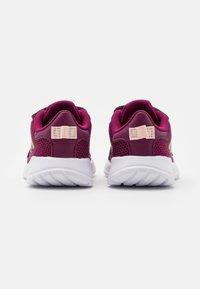 adidas Performance - TENSAUR RUN UNISEX - Obuwie do biegania treningowe - power berry/copper metallic/pink tint - 2