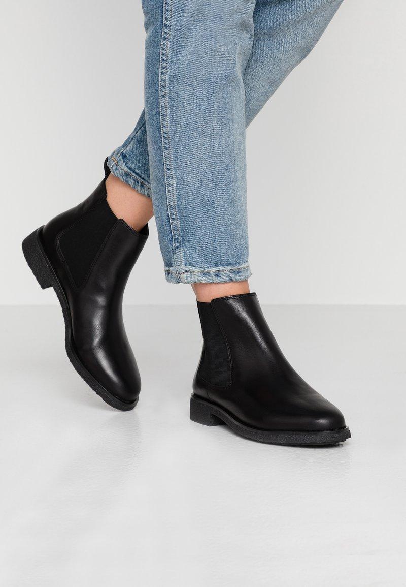 Clarks - GRIFFIN PLAZA - Korte laarzen - black